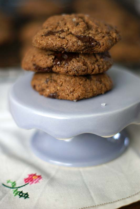 Flourless Almond butter Chocolate chunk Cookies - SugarLoveSpices