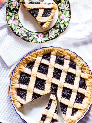 Crostata (Jam Tart)-in the pan in the plate