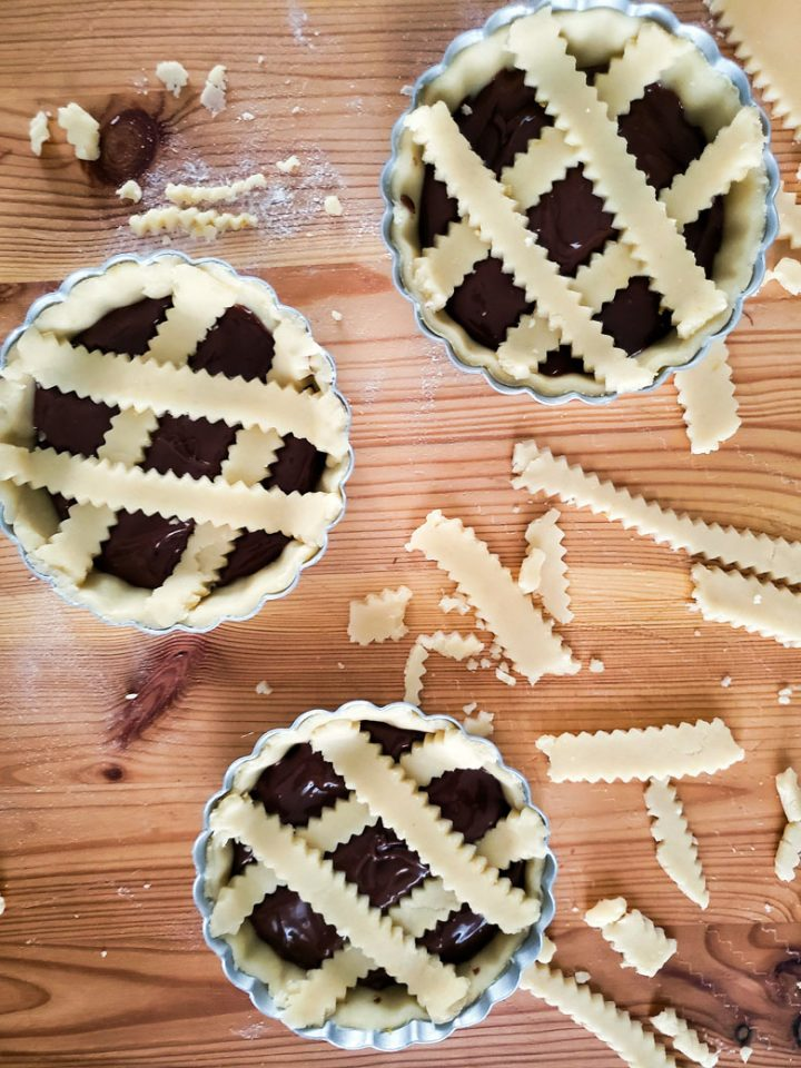 crostatine alla nutella-ready in the pans to bake