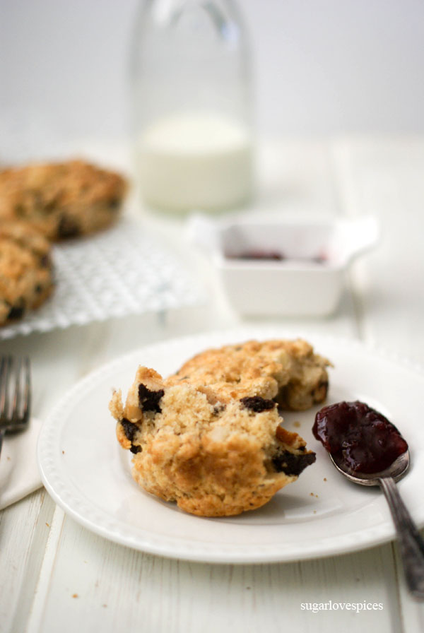 Roasted Pear and Cinnamon Chocolate Chunk Scones - SugarLoveSpices