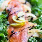 Arugula-salad-with-salmon-and-canteloupe