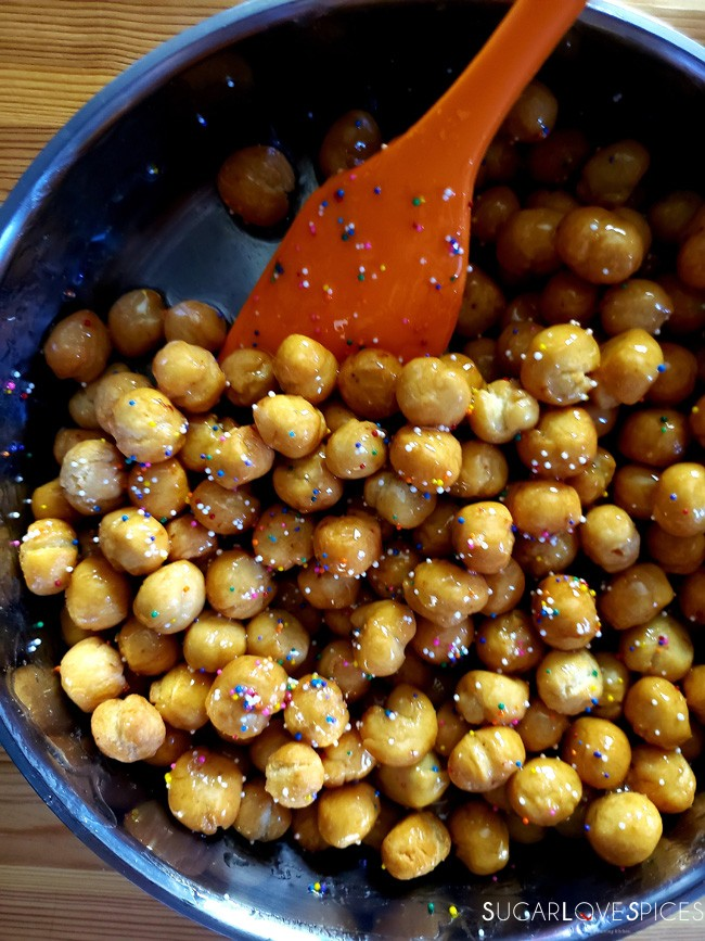 Struffoli-coating with honey