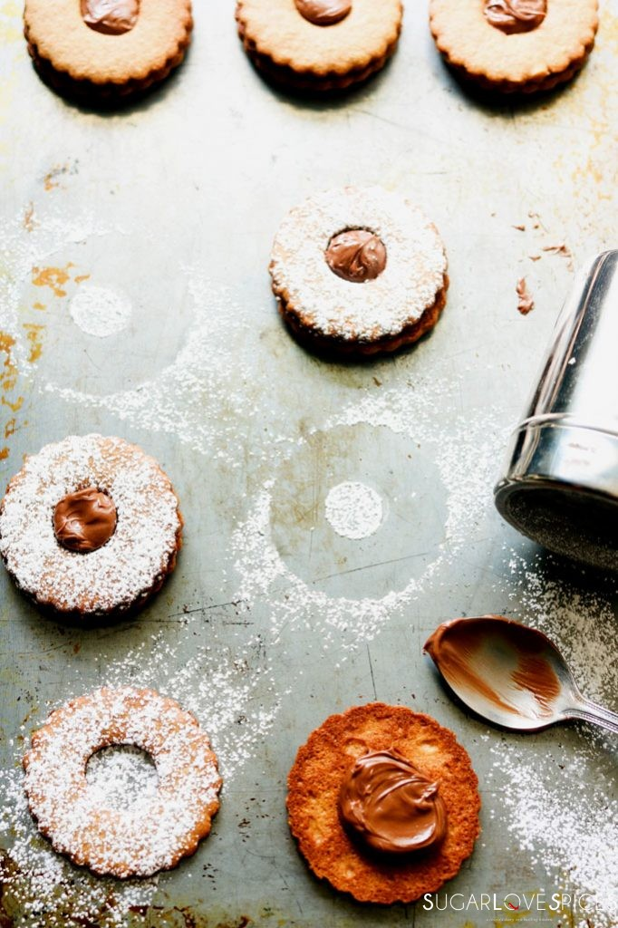 Spelt flour Occhi di Bue Cookies-filling with chocolate