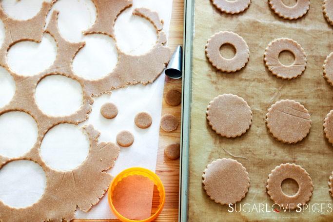 Spelt flour Occhi di Bue Cookies-cutting shapes