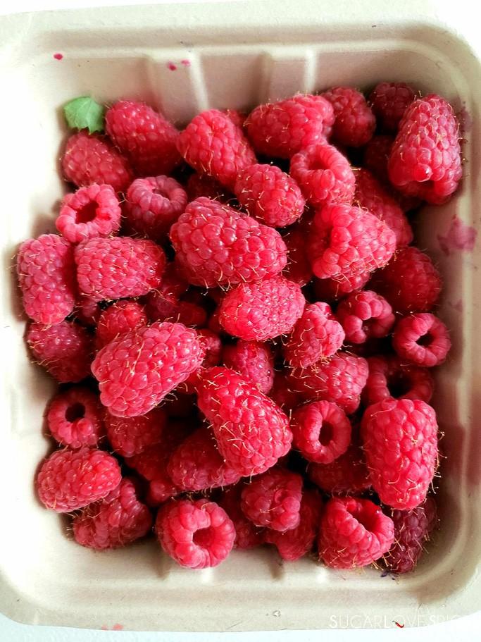 3-Ingredient Easy Raspberry Jam (No Added Pectin)-raspberries
