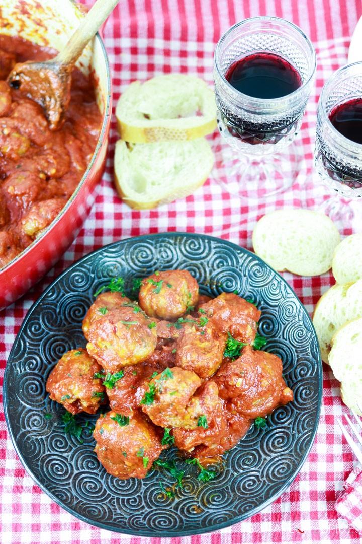Albondigas, Spanish-style Meatballs-in the plate, with bread