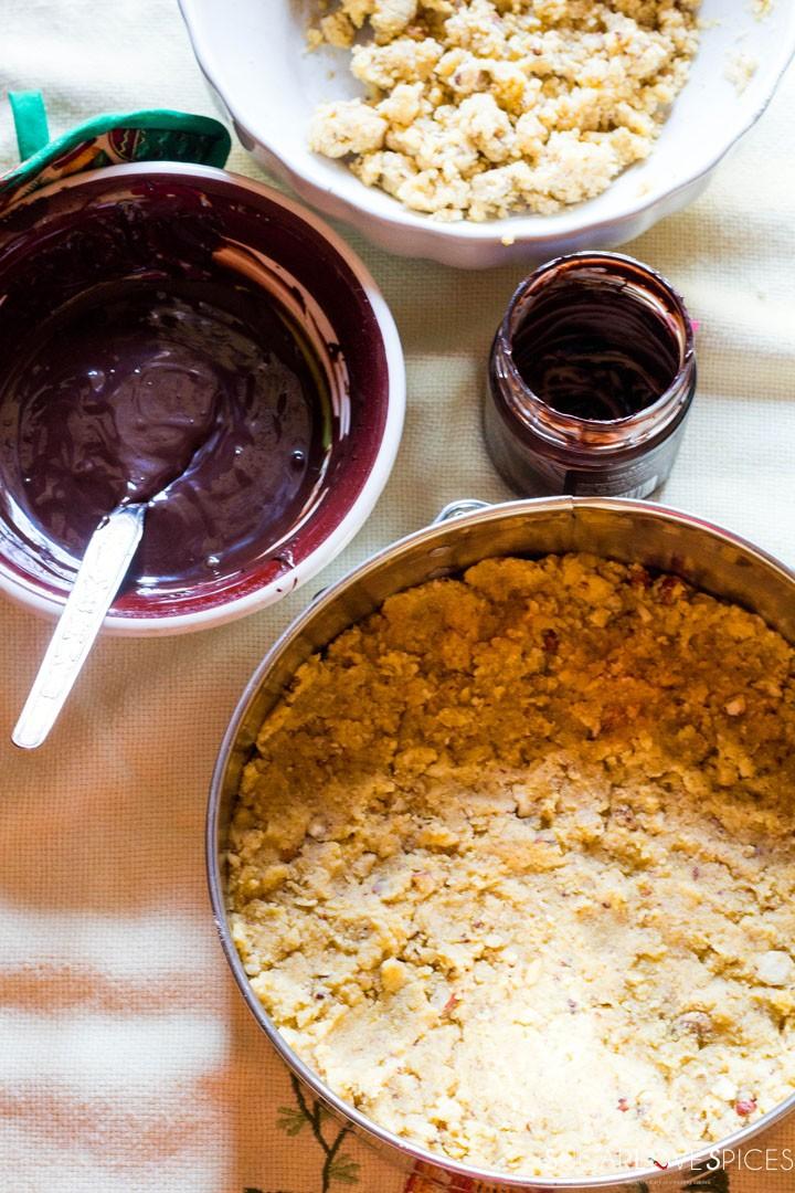 Hazelnut Sbrisolona Cake with Chocolate Spread-ready for the spread