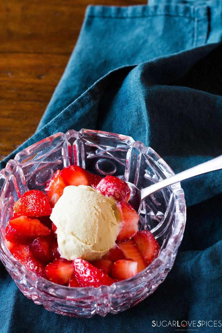 Strawberries with sugar and lemon-closeup bowl
