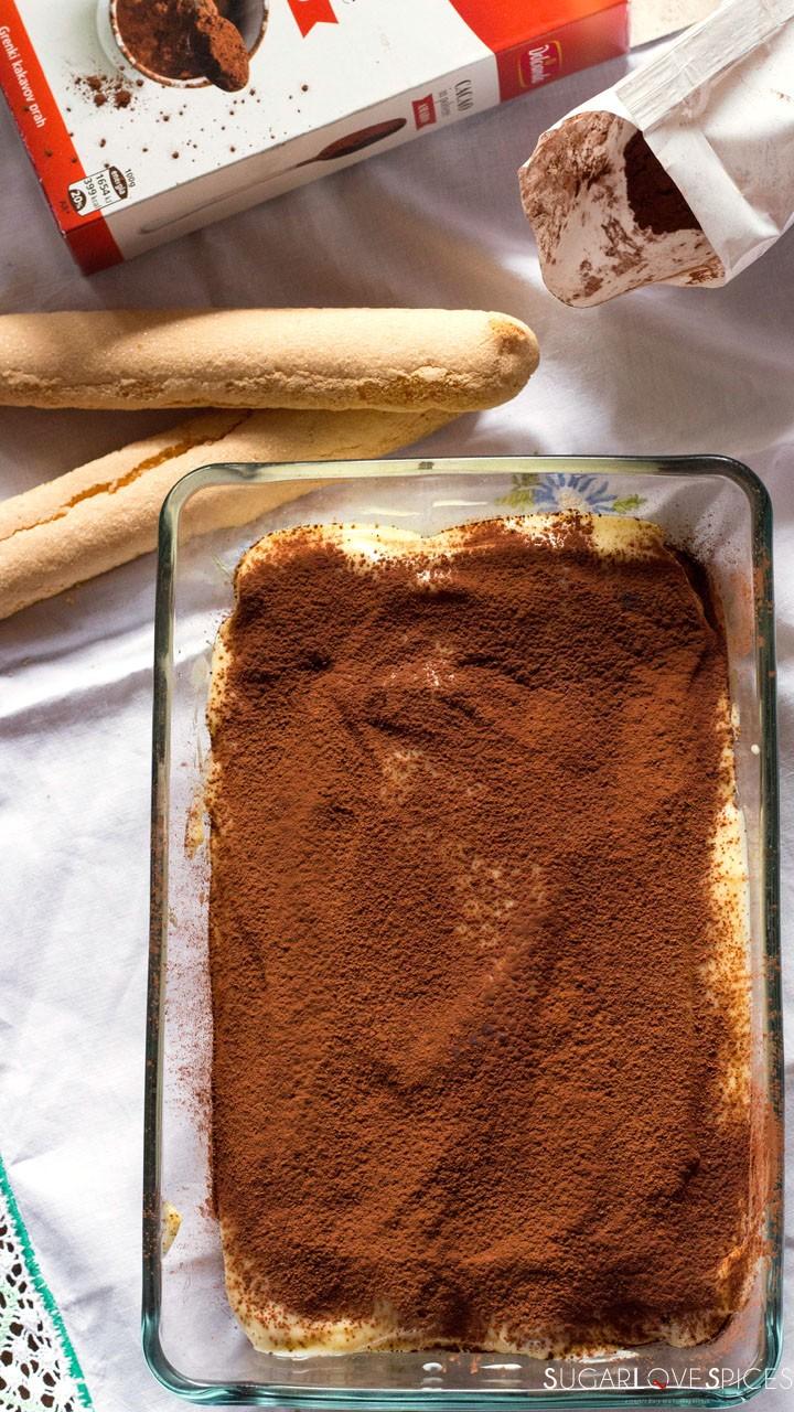 Pastry cream tiramisu-whole in the pan