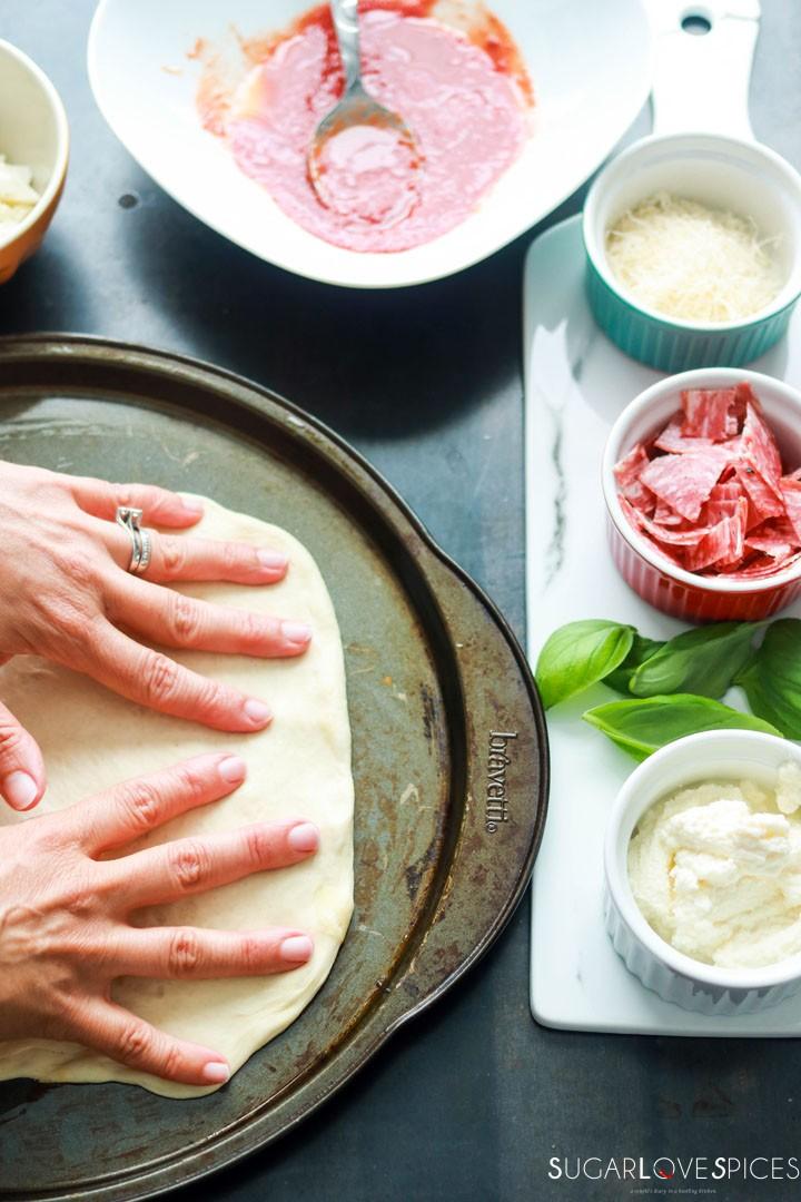 Calzone Napoletano-stretching dough