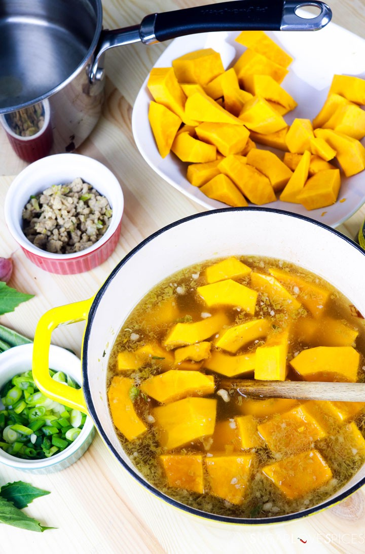 Vietnamese Kabocha Squash Soup-prep-squash in the pot-uncooked